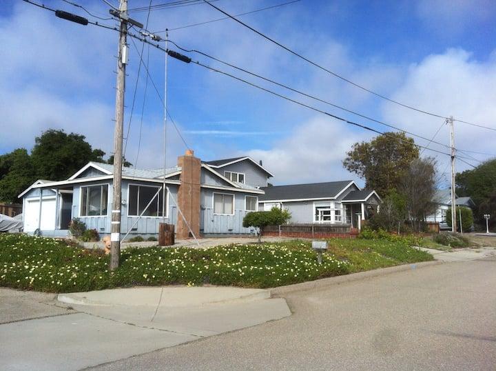 Grampa's Beach House-Ocean view