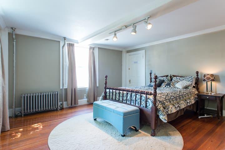 The Forsythia Apartment