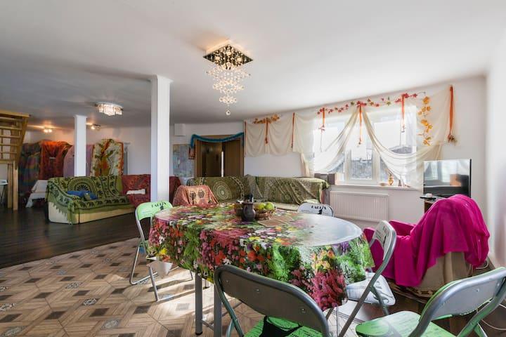 Чудесный уютный загородный дом! - Krasnoye Selo - Casa
