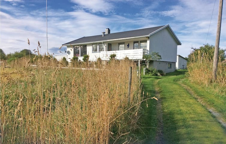 Holiday cottage with 3 bedrooms on 97 m² in Leksa