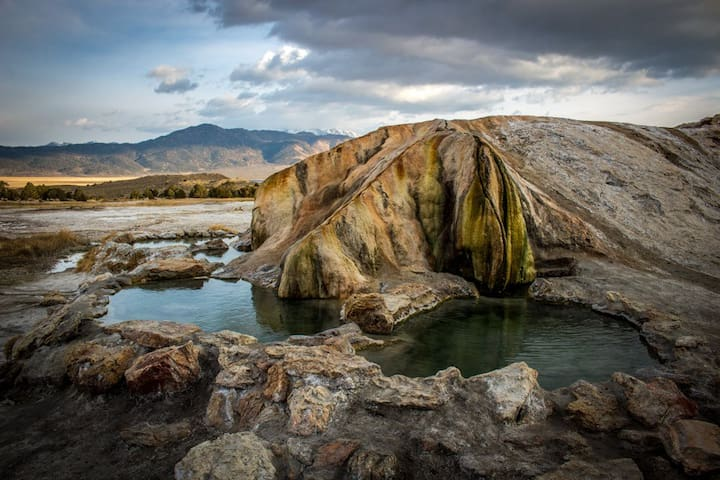 Travertine Hot Springs - only 5 min drive from here - perfect for your post-hike soak!