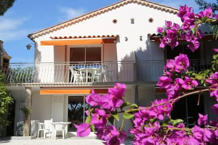Appart dans villa, vue mer, 10mn plages et centre - Cavalaire-sur-Mer - Appartement
