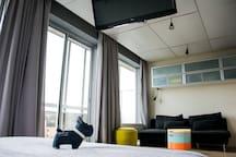 Point de vue du lit. Télévision dirigeable (vers lit)