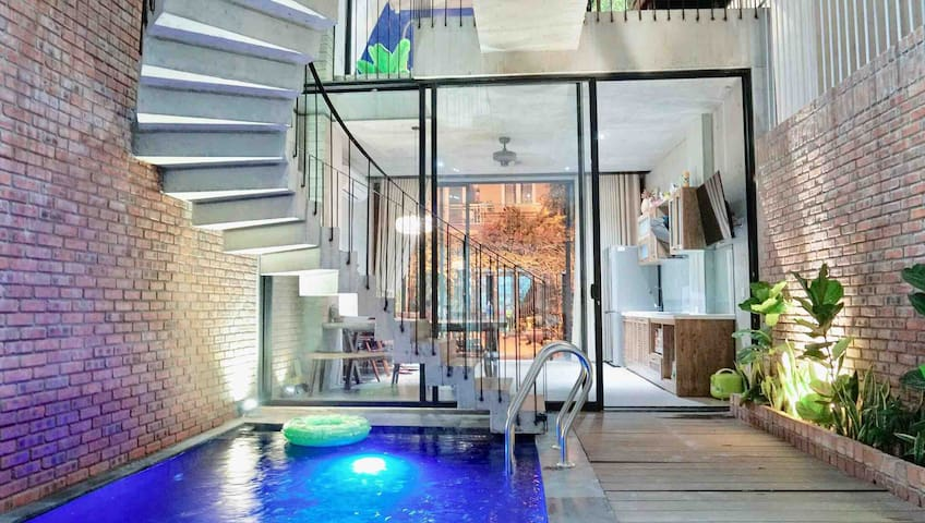 PRIVATE POOL IN THE HOUSE!! - FREE PICK UP