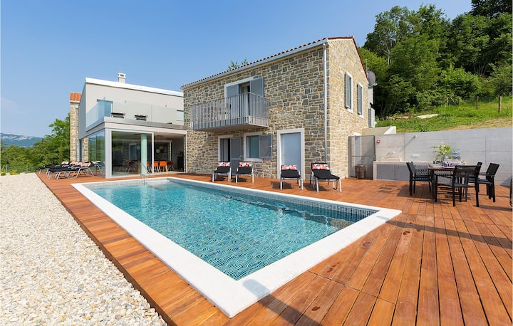 Nice home in Buzet with Outdoor swimming pool, WiFi and 4 Bedrooms