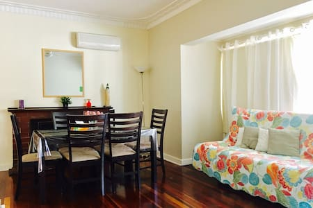 Holiday Cottage House for 6 [休闲度假屋6人] - Thornlie - 단독주택