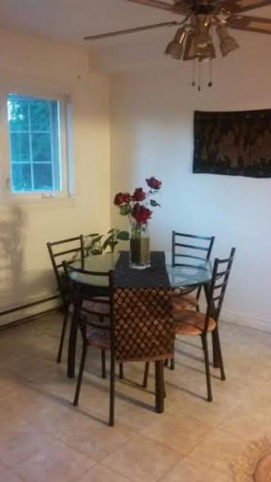 Cozy Dining room near Kitchen