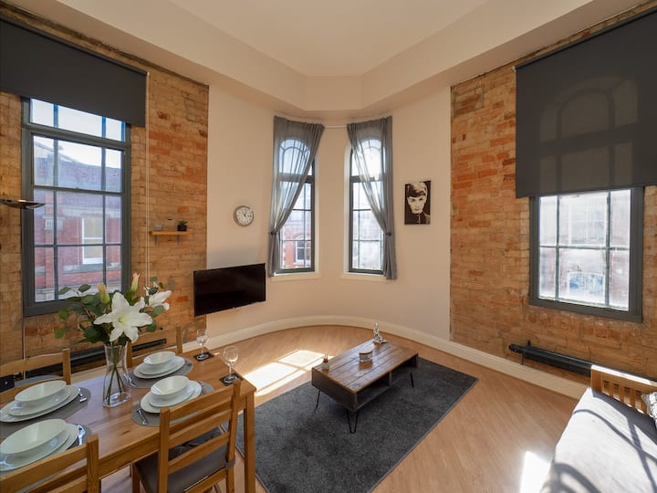 Stylish and spacious Lace Market Apartment.