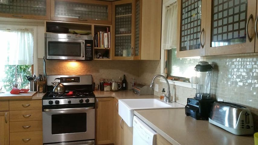 Comfortable Home in the Hills - Kensington - Huis