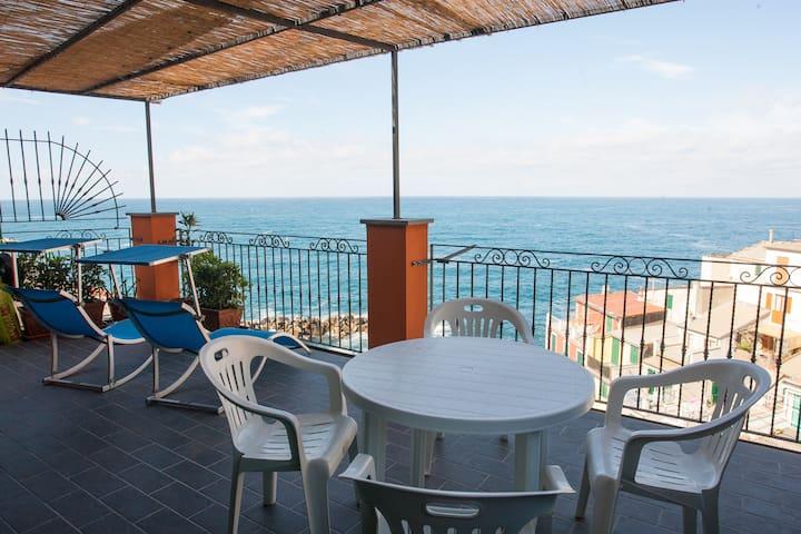 Attico con terrazza sul mare - Riomaggiore - Lägenhet