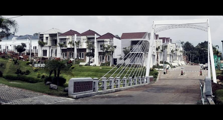 Interesting Home Stay at Bridgetown Malang - Dau - Casa