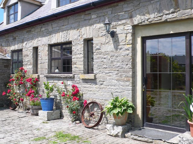 Coach House, Cliffs of Moher, Liscannor/Lahinch