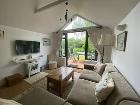 Riverside 2 bedroom home with private garden
