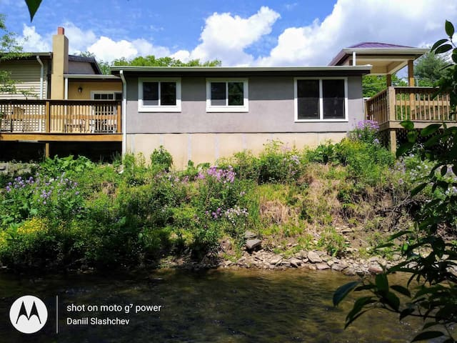 2 bd rare creek front 15 min from State College .