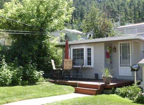 Backyard Cottage - Historic Deadwood