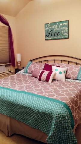 Friendly Room w/ King Bed
