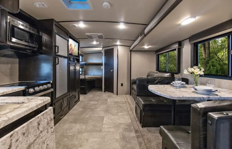 Private RV 5 minutes from airport, shopping, dining and more.