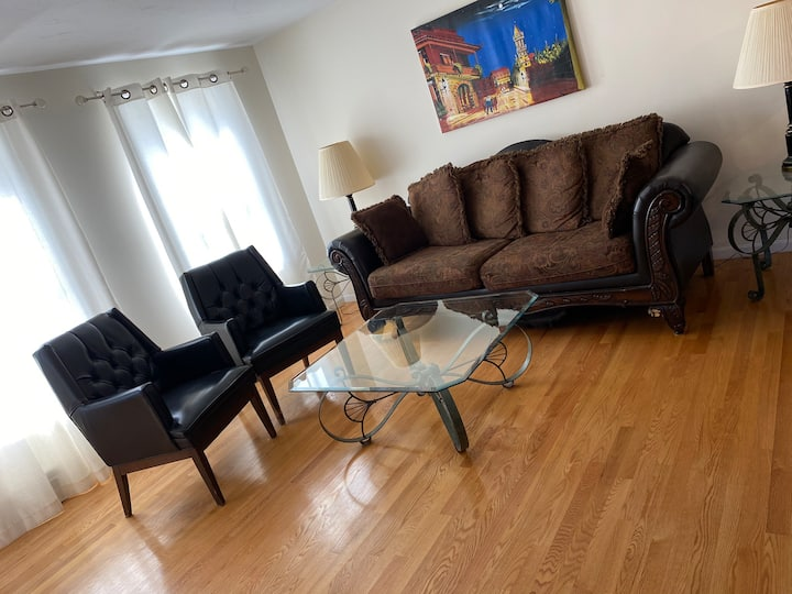 Spacious 2 BR! Relaxing gateway near lake & hike