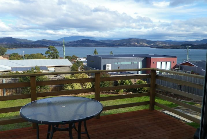 Sea views, renovated cottage Midway Point, Hobart