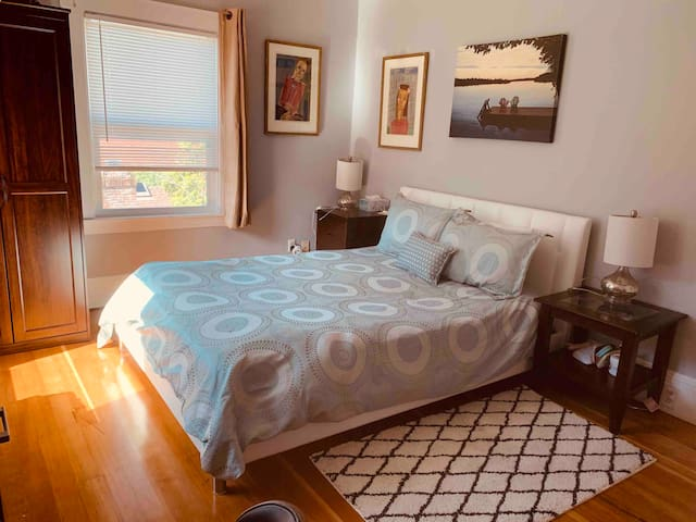 Beautifully remodeled Master suite near UC campus
