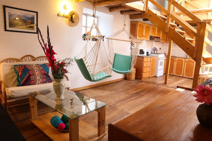 SUNNY & WOODEN-Pvt Apartment in Historic Cusco