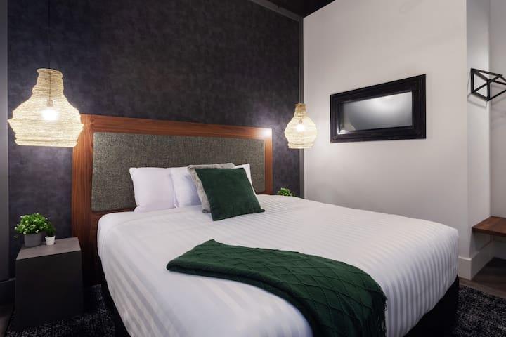 Luxurious Woodfield Hotel Loft 2 - Spoil Yourself!