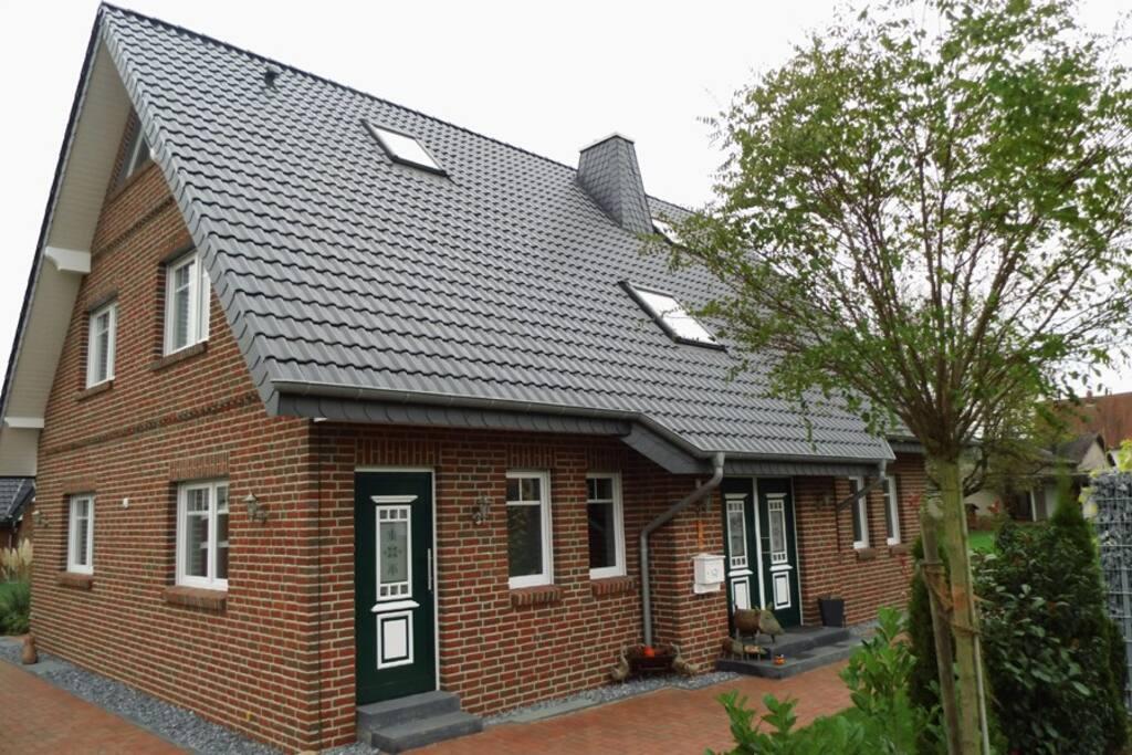 Separater Eingang zur Ferienwohnung an der Nordseite des Hauses