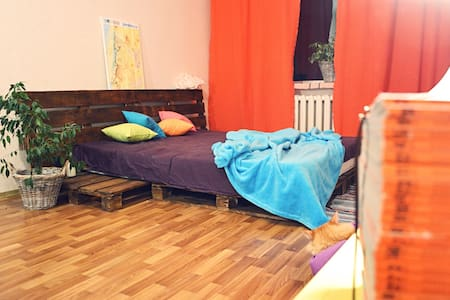 spacious room in Kiev for travelers - Kijev