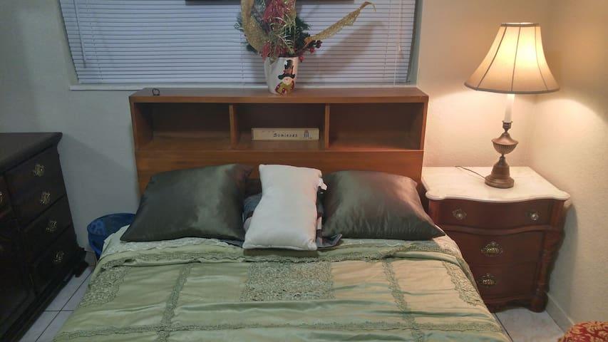 MIAMI Private room with TV/ (NO WIFI)