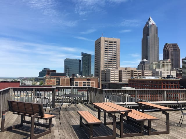 Warehouse District Condo w/ Direct Lakefront Views