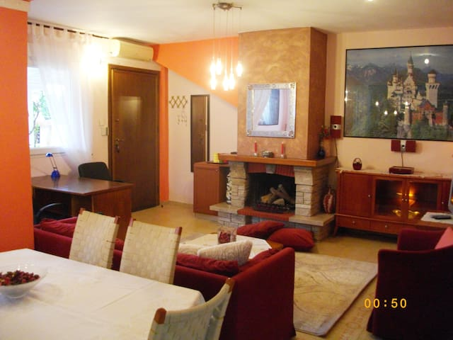 Cozy Home in Galini fireplace,BBQ,Parking,Garden.