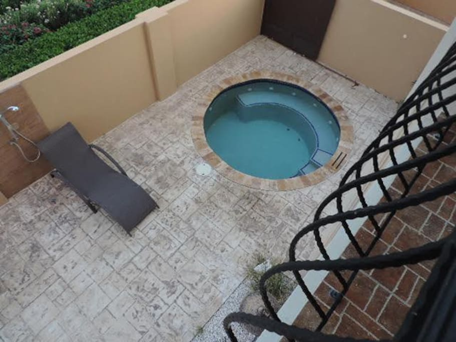Casa Dornasol private BBQ area w/ Jacuzzi, shower, sunbeds and outdoor furniture