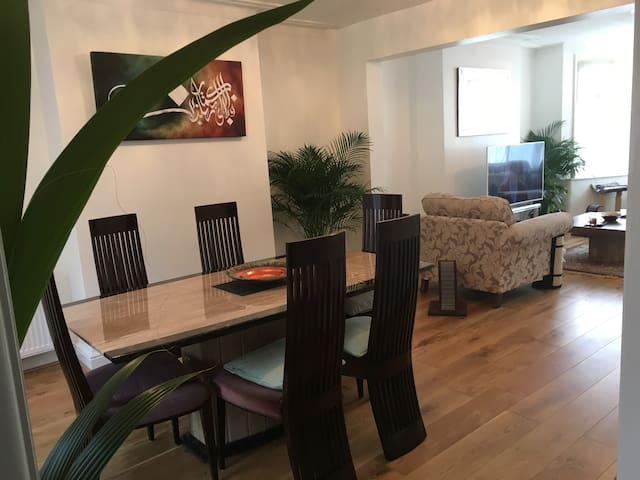 Private room in lovely modern house N12 - Lontoo - Talo