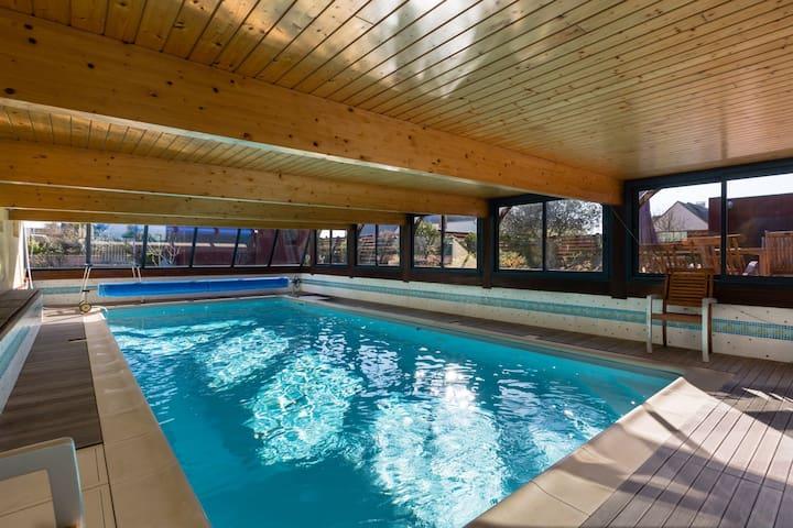 Maison 4*, piscine intérieure chaufféee & hama - Saint-Coulomb - House