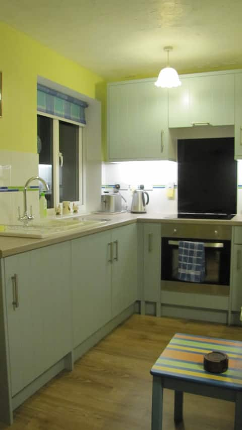 Pear Tree Cottage apartment, Double bed+sofa bed.