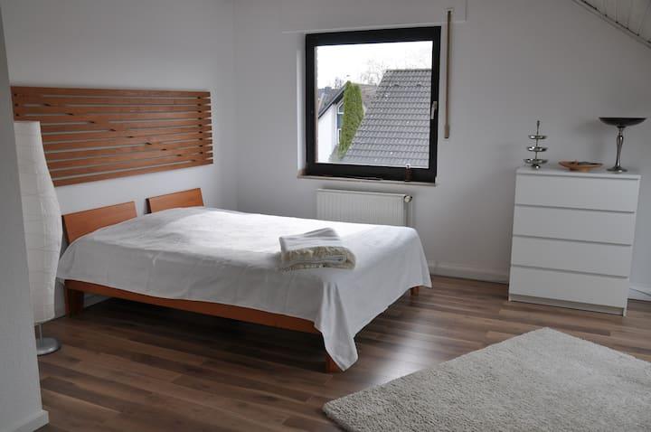 Zimmer (zwischen Köln + Düsseldorf)
