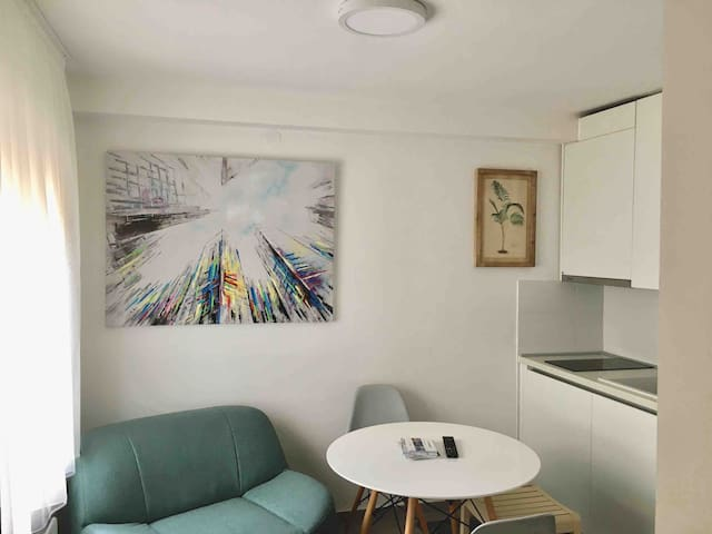New Apartment with Free Parking*Close to Centre