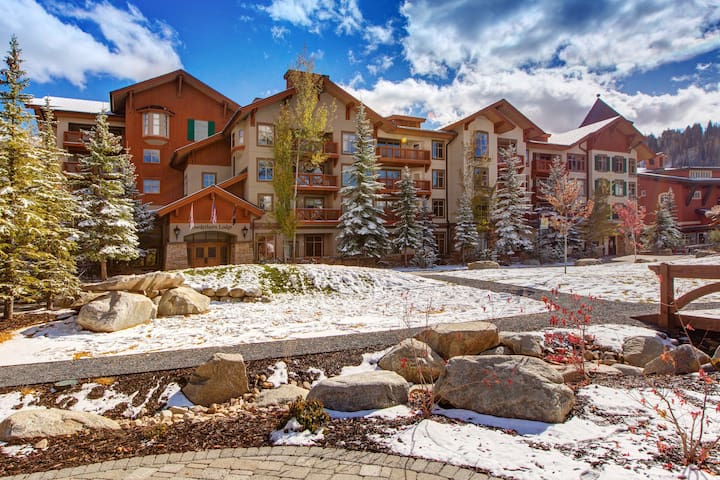 New Listing! Ski in/out condo w/ shared pool, hot tub and amazing ski view!