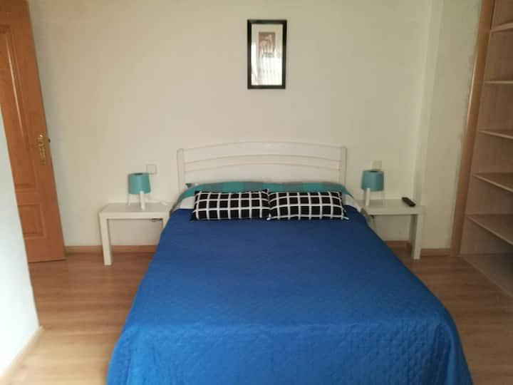 Habitación cn baño privado, entrada independiente