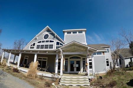Waterfront Tower - Mechanicsville - House
