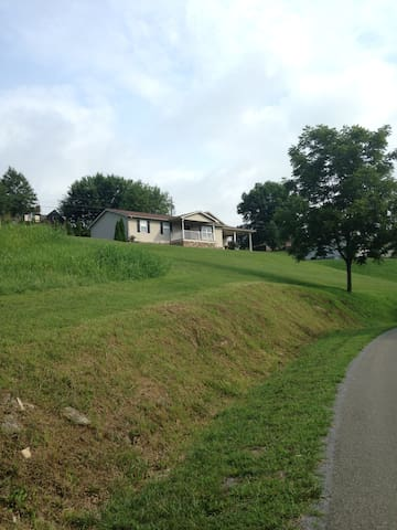 Hilltop View House- Southwest Virginia - Libanon
