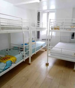 401-1 bunk in Paris city center room