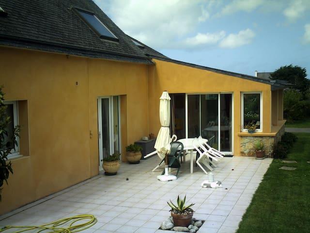 confortable chambre dans villa   à 800m de plage - Porspoder