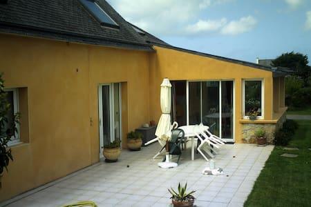 confortable chambre dans villa   à 800m de plage - Porspoder - Villa