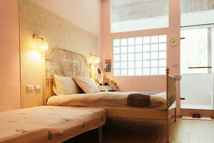 粉紅夢幻大套房——市中心|海安路|國華街 浴缸。電梯。路邊停車位。多人可私訊 短租