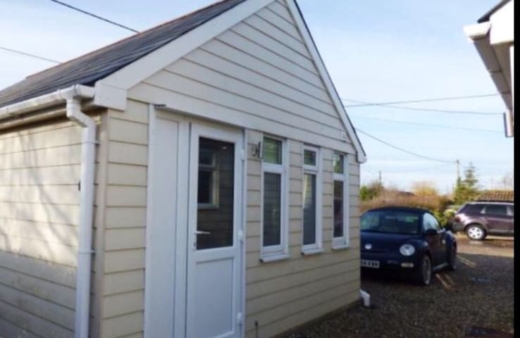 Cosy detached self contained hideaway rural Essex