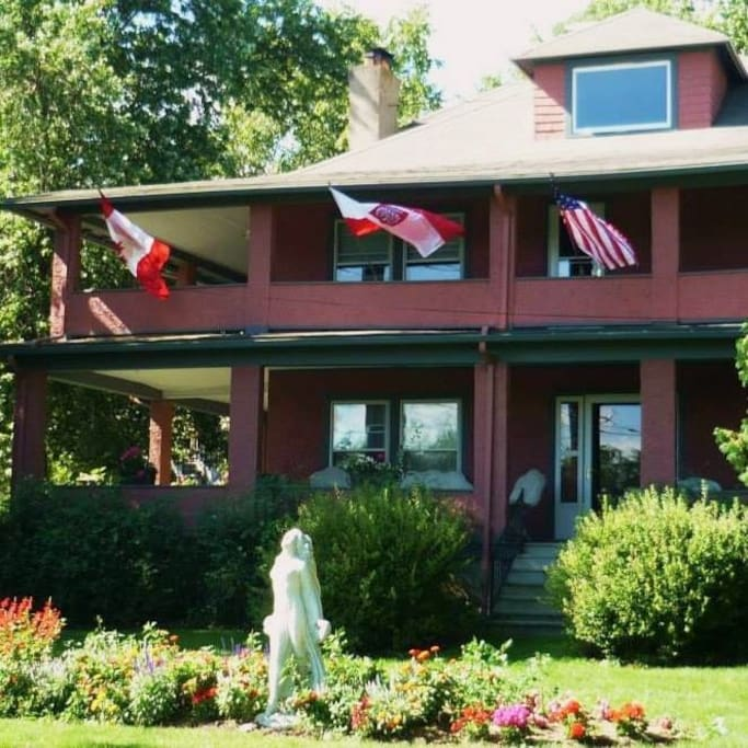 Front lawn 1922 Starkey House Bed & Breakfast