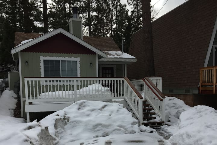 Relaxing home short distance to the lake/village - Big Bear Lake - House