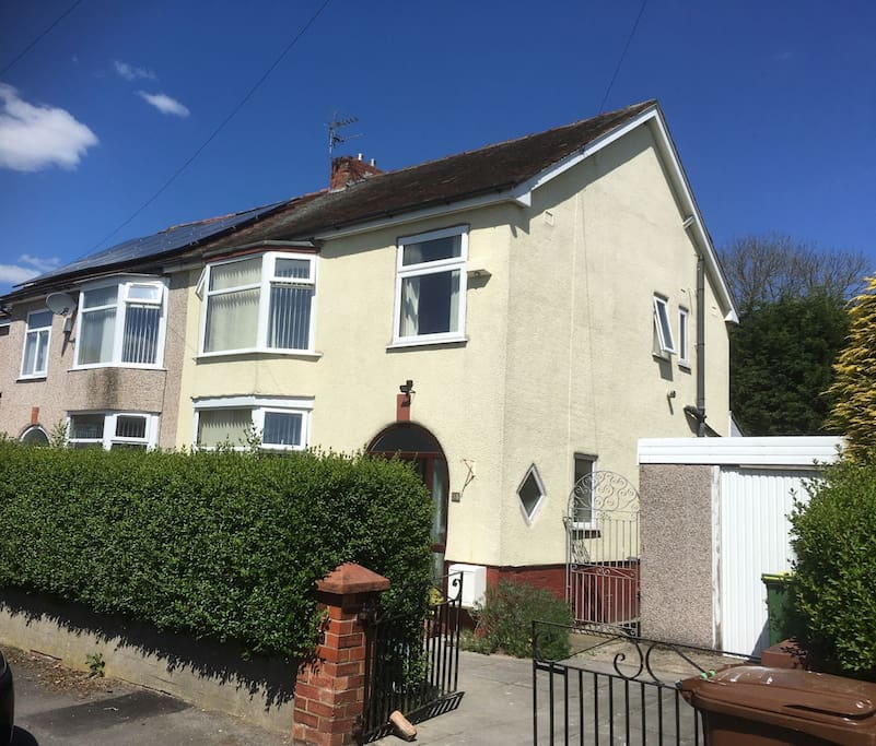 Semi Detached House in quiet residential area