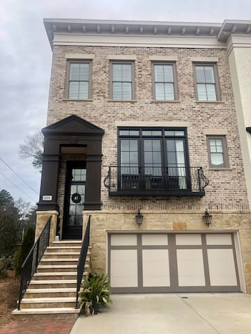 Luxury Townhouse in Beautiful Downtown Alpharetta